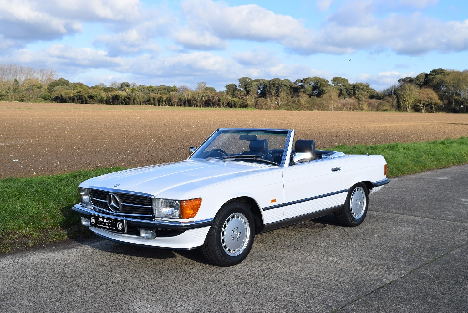 1987 MERCEDES-BENZ 420SL in Artic White