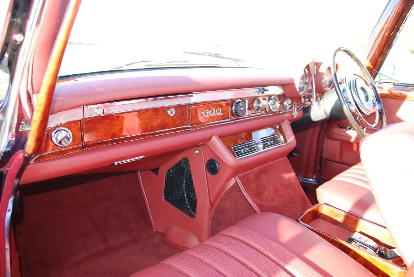 Red leather interior Mercedes-Benz 600