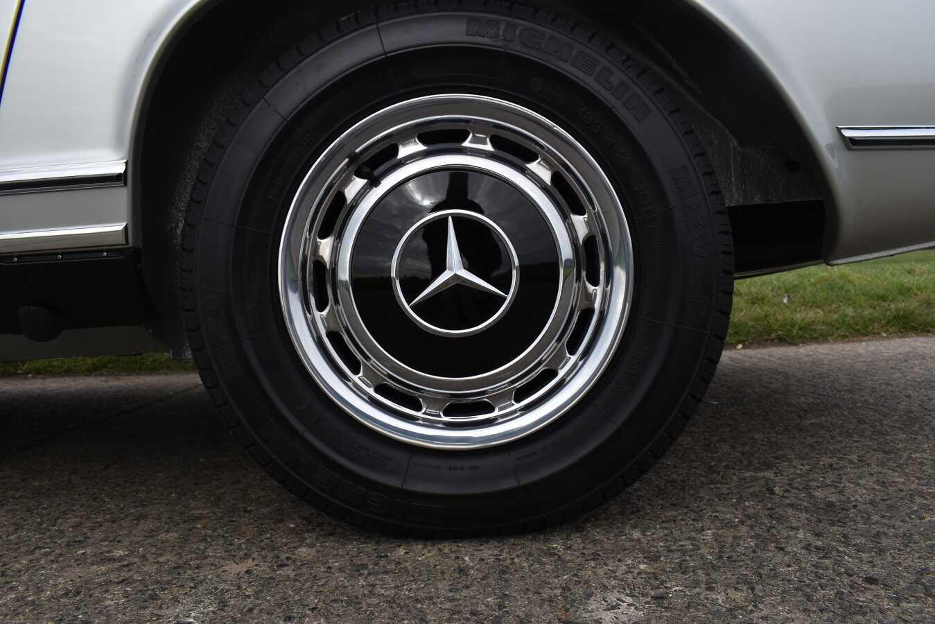 1970 Mercedes 280SL/8 in Silver Metallic