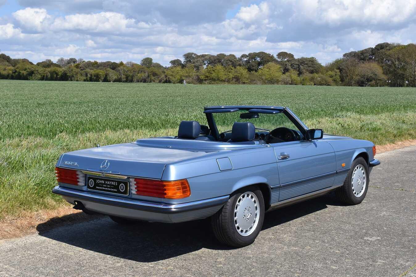 1989 Mercedes-Benz 300sl in Diamond Blue Metallic