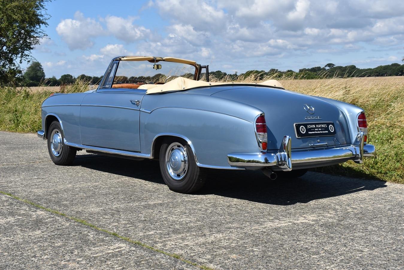 1960 Mercedes-Benz 220SE Ponton Cabriolet in Blue Metallic